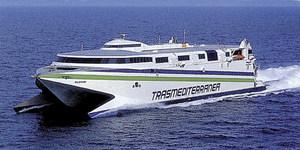 El catamarà <em>Milenium</em> de la Compañía Trasmkediterránea, que cobria el serveia des d´Eivissa amb diferents destinacions.