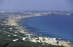 Vista de Formentera des des Mirador, a la pujada de la Mola. Foto: Joan Antoni Riera.