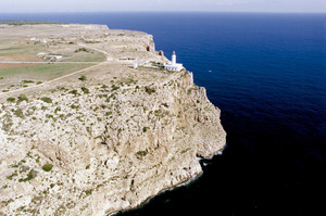 A la punta des Far es troba el límit oriental entre les dues véndes de l´altiplà de la Mola: al N la vénda des Monestir i al S la vénda de sa Talaiassa. Foto Pins.