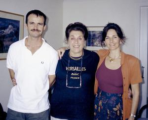 Enmig, la´estudiosa del moviment jueu Gloria Mound. Foto: arxiu de Martin Peter Davies.