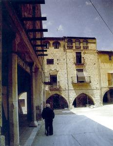 Casa de Peralada on, segons la tradició, va néixer Ramon Muntaner. Foto: Colita / extret d´<em>Història de la literatura catalana.</em>