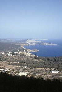 """En primer terme, la punta del cap Negret, a la costa des Cubells. Foto: Bartomeu Tur Prats """"Pou""""."""