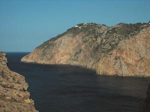 El tram espadat de la costa de na Xemena, al poble de Sant Miquel de Balansat, conegut com es Niu des Corb. Foto: Felip Cirer Costa.