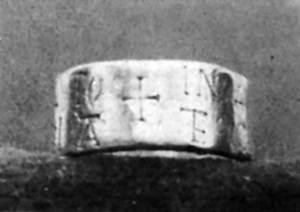Anell paleocristià trobat a final del s. XIX, la cronologia del qual és propera a Ofilió, primer bisbe conegut de les Pitiüses. Extret d´<em>Ibiza y Formentera ayer y hoy</em>.