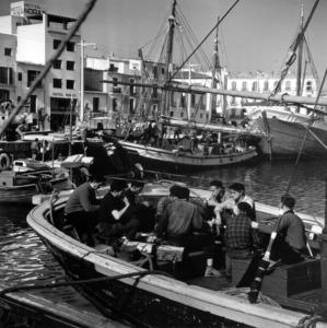 Els candidats a les eleccions de 1977 es reunieren a l´Hotel Noray (al fons), propietat de Guillem Tuells, i signaren el Pacte per a l´Autonomia de les Illes Balears, conegut també com a pacte de l´Hotel Noray. Foto: Cas Oorthyus - Arxiu d´imatge i so del Consell Insular d´Eivissa.