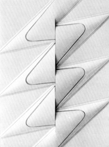 """Giorgio Pagliari, <em>Sense títol</em> (1977), mixta sobre terra, obra presentada a la mostra """"Cinco caminos de la abstracción""""."""