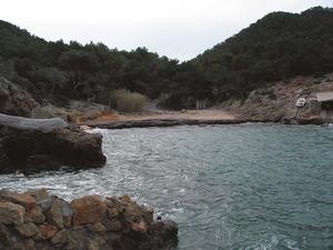El torrent de sa Palanca neix a llevant del puig de sa Carrada i desemboca a cala Xuclar. Foto: Felip Cirer Costa.