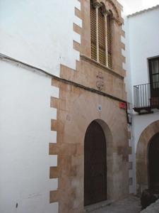 Can Llaudis, a Dalt Vila, propietat de Joan Palou de Comasema; per aquest motiu també es coneix com can Comasema. Foto: Felip Cirer Costa.