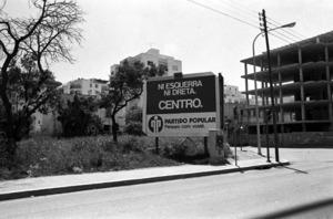 Propaganda electoral del Partit Popular a l´avinguda d´Espanya, cantonada amb el carrer del País Basc. Foto: Josep Buil Mayral / Arxiu d´imatge i so del Consell Insular d´Eivissa.
