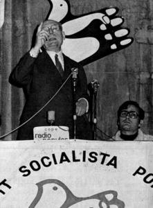 El l&iacute;der del Partit Socialista Popular, Enrique Tierno Galv&aacute;n, en el m&iacute;ting que don&agrave; al Teatre Pereira. Extret d´<em>Es Vedr&agrave; i es Vedranell</em>.