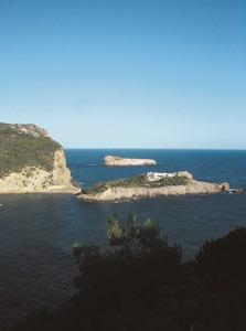 Es Pas de s´Illa, que uneix a terra l´illa des Bosc, al port de Sant Miquel de Balansat. Foto: Felip Cirer Costa.