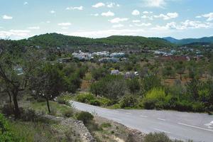 El rotlo de Peralta, nom de les cases i les terres vora l´església de Sant Carles de Peralta. Foto: Felip Cirer Costa.
