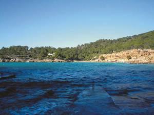 El portitxol de Cala Salada, amb el canal de sa Perdiu. Foto: Felip Cirer Costa.
