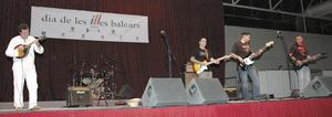 El grup Pota Lait al Centre de Fires i Congressos el 2005, amb motiu de la celebració del Dia de les Illes Balears.