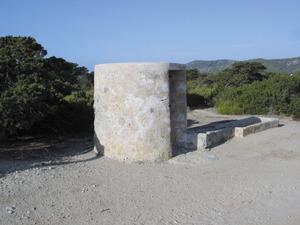 El pou conegut amb el nom des Pouet vora la platja de sa Trinxa, a Sant Francesc de s´Estany. Foto: Felip Cirer Costa.