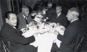 Cèsar Puget Riquer, el primer a l´esquerra, durant un dinar del consell general de la Caixa de Pensions, a Barcelona, amb motiu de la festivitat de Sant Antoni Maria Claret. Foto: cortesia de la família Pugetl.
