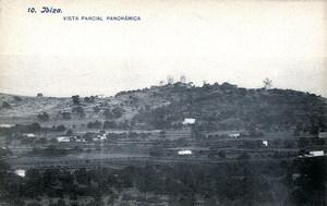 Es Puig des Molins. Postal de començament del s. XX amb el puig i els molins que li donen nom. Foto: Lacoste / Arxiu Històric Municipal d´Eivissa.