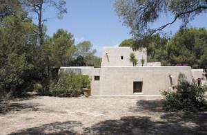 Construcció a Formentera de l´arquitecte francès Henri Quillé. Foto Marià Castelló Martínez.