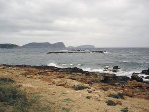 Els esculls d´en Racó, entre les platges de cala Nova i des Canar. Foto: Felip Cirer Costa.