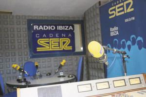 Estudi de Radio Ibiza, emissora associada a la cadena Sociedad Española de Radiodifusión (SER). Foto: Josep Lluís Bofill Mercadé.