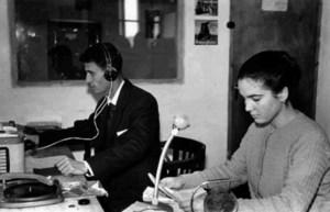 Emilia Ramírez i Amado Ballester, en una foto de 1959, quan s´inaugurà Radio Popular. Foto: arxiu d´Emilia Ramírez.