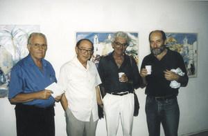 """El pintor i professor Francesc Riera Bonet, el primer per la dreta, acompanyat dels pintors, també de dreta a esquerra, Adrián Rosa, Antoni Pomar i Antoni Prats Calbet. Foto: Vicent Ribas """"Trull""""."""