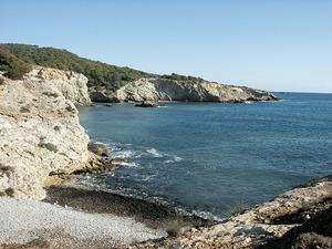 La cala Roja, a la costa del poble de Jesús. Foto: Felip Cirer Costa.