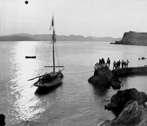 Benedicció del iot de Carles Roman Ferrer a la costa de Santa Eulària des Riu. Foto: Narcís Puget Viñas.