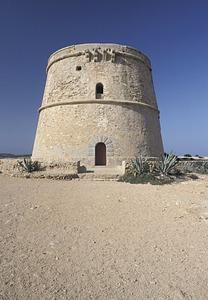 La torre d´en Rovira, de defensa costanera, situada a la punta d´en Rovira, del poble de Sant Agustí des Vedrà. Foto: David García Jiménez.