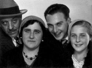 A l´esquerra de la fotografia, l´advocat i notari José Sáez Martínez i la seua esposa, Josepa Llobet Tur. Foto: col·lecció de Juan Tur Viñas.