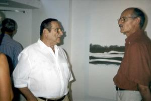 Rafael Sáinz Fuertes (a l´esquerra) amb l´escultor Adolf Aymat, en una imatge de 2001. Foto: cortesia d´Antoni Torres Roig.