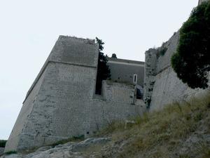 Jaume Salvà i Manresa, portaveu de governació, davant el mal estat de les murades medievals d´Eivissa, proposà fer una nova fortificació; el resultat fou la construcció de les murades renaixentistes. Foto: Ernest Prats Garcia.