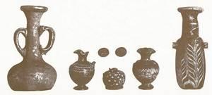 Diverses peces trobades en les excavacions que a començament del s. XX realitzà Joan Roman al poble de Sant Antoni de Portmany. Extret de <em>Los nombres e importancia arqueológica...</em>