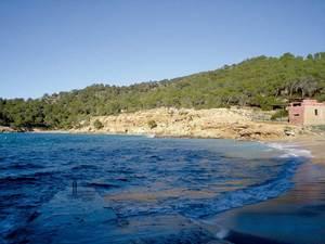 Sant Antoni de Portmany. La platja de Cala Salada, lloc on s´inicia el límit N d´aquest poble. Foto: Felip Cirer Costa.