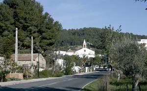 """Sant Joan de Labritja. El temple s´aixecà a començament del s. XVIII, en uns terrenys donats per Antoni Marí """"Milà"""". Foto: EEiF."""