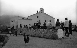 L´església del poble de Sant Vicent de sa cala, acabada d´aixecar l´any 1938, en una imatge dels anys setanta del s. XX. Foto: Josep Buil Mayral.