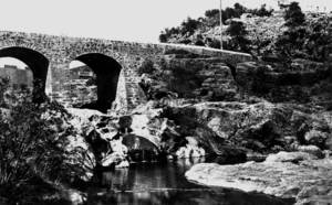 Municipi de Santa Eulària des Riu. El pont Vell, d´època indeterminada però que ja es troba documentat per primera vegada al s. XVIII. Foto: Josep Buil Mayral.