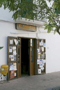 Santa Gertrudis de Fruitera. Porta de l´estanc de Can Pep Roig, que també fou el primer cafè que hi obrí. Foto: EEiF.