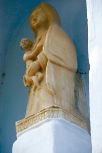Mare de Déu de l´església de Jesús, feta per Antoni Saura –Cobo– el 1559: <em>M(es)TRE ANT(oni) SAVRA FEV LA P8rese)NT A L´ANY 1559</em>. Foto: Antoni Ferrer Abárzuza.