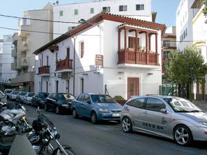"""Can Paco des Selleter, edifici construït per Joan Gómez Ripoll """"Campos"""" per encàrrec de la família Bonet de cas Selleter, que fou declarat bé catalogat el 2002. Foto: M. Marí."""