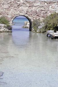 Sa Séquia, canal artificial que comunica l´estany Pudent amb la mar, a Formentera. Foto Pins.