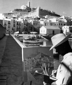 F&egrave;lix Serra Cardona pintant des des Muro el 1960. Foto: extret d´<em>Eivissa, cent anys de llum i ombra</em>.