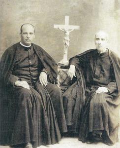 Mn. Vicent Serra i Orvay a València, acompanyat del seu oncle Mn. Antoni Orvay. Extret de <em>Vicent Serra Orvai (1869-1952)</em>.