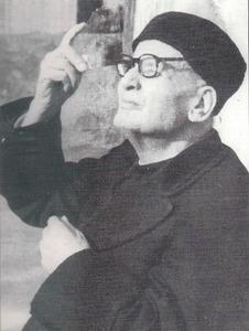 Mn. Vicent Serra i Orvay ala torreta del Seminari, observant un eclipsi a través d´un vidre fumat. Extret de <em>Vicent Serra Orvai (1869-1952)</em>.