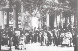 La Societat de Socors Mutus fou l´entitat eivissenque a l´inici del s. XX tenia un major nombre d´associats. Imatge d´aquell temps del mercat de verdures. Foto: extret d´<em>Eivissa Antiga</em>.