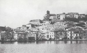 La primera seu social de la Societat de Socors Mutus es trobava al núm. 16 del carrer d´Eugeni Molina, posteriorment carer de Lluís Tur i Palau. Foto: extret de <em>Postals antigues</em>.