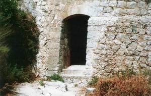 Entrada inferior des Soto Fosc. Es tracta d´un túnel que dóna accés a Dalt Vila des des Soto, realitzat juntament amb les murades, per`ò que no s´obrí fins a 1687. Foto: extret de <em>Breve historia y guía de las murallas de Ibiza</em>.