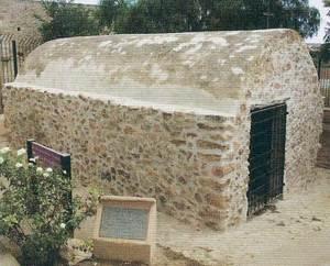 Vista de l´exterior de la capella de sa Tanca Vella, església medieval declarada bé d´interès cultural amb la categoria de monument.
