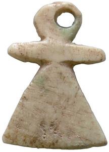 Amulet d´os del símbol de Tanit. Foto: Museu Arqueològic d´Eivissa i Formentera.