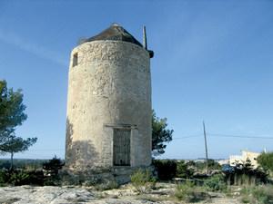 El molí d´en Teuet situat a Sant Ferran de ses Roques. Foto: Vicent Ferrer Mayans.